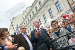 Мэр Москвы открыл новую пешеходную зону на Маросейке