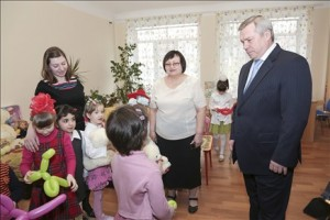 Василий Голубев выделил 3,3 млн рублей для оснащения детских садов