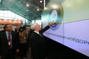 Георгий Полтавченко посетил выставку достижений в области промышленности и инноваций