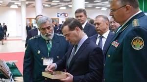 Дмитрий Медведев посетил выставку и осмотрел тематические стенды и экспозиции