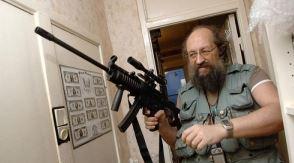 Анатолий Вассерман вооружается