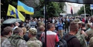 """Бандеровская группировка """"Правый сектор"""" покидает Донбасс и двинулся на Киев"""