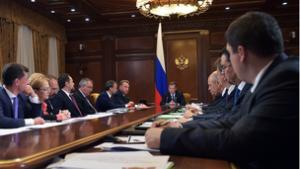 Премьер-министр Дмитрий Медведев обсудил с коллегами выполнение антикризисного плана