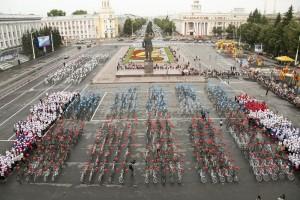 Глава Кемеровской области Аман Тулеев раздал детям Кузбасса 4000 велосипедов