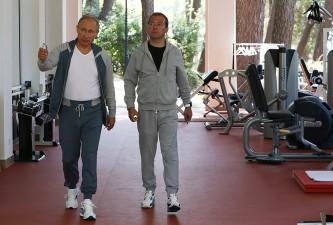 Владимир Путин и Дмитрий Медведев во время утренней зарядки в Сочи