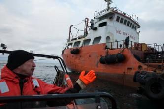 Сахалинские власти ликвидируют последствия аварии танкера «Надежда»