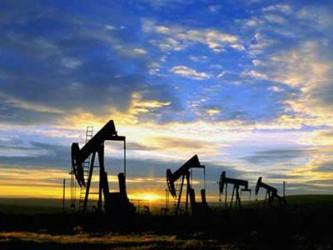 Добычу нефти необходимо срочно снижать