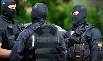 Спецназ ФРГ оцепил место происшествия.