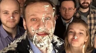 Алексей Навальный получил тортом в лицо