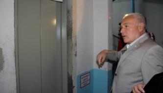 Губернатор Владимир Печеный проверяет работу лифтов