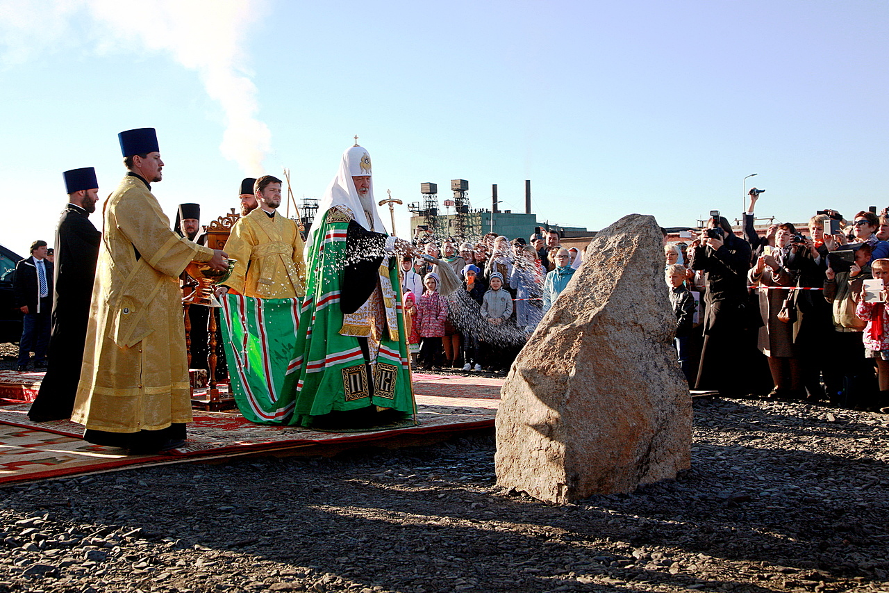 Патриарх Кирилл заложил храм всамом северном городе РФ