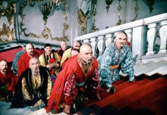 Украинские казаки пришли обыскивать кабинет Путина
