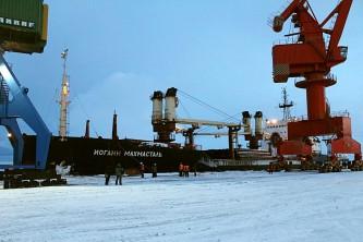 разгрузка судна в городском округе Певек
