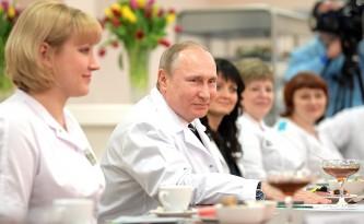 Путин побеседовал с коллективом Брянского перинатального центра