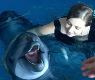 Наталья Поклонская с дельфинами