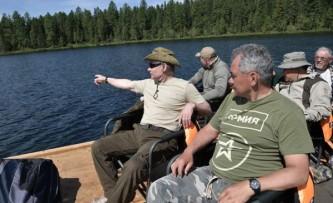 Владимир Путин на рыбалке в Южной Сибири