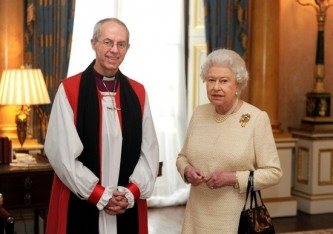 Архиепископ Кентерберийский Джастин Уэлби и королева Елизавета