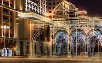 Светящийся театральный фасад