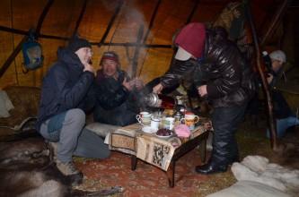 Губернатор Роман Копин в гостях у оленеводов Канчаланской тундры яранге