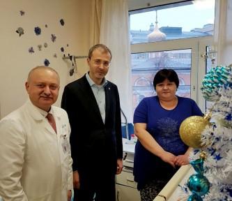 Роман Копин посетил чукотских детей в московской клинике