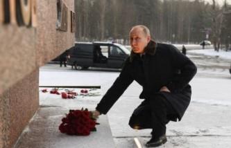 Владимир Путин возложил цветы у Рубежного камня