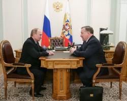 Президент России Владимир Путин и губернатор Алтайского края Александр Карлин