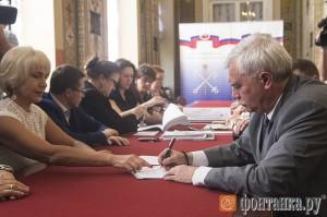 Георгий Полтавченко в петербургском изберкоме.