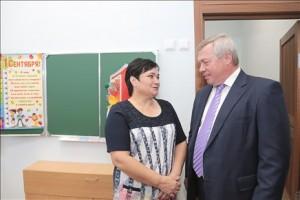 Василий Голубев посетил одну из школ донской столицы