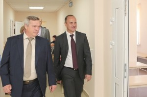 Василий Голубев выделил средства на закупку мебели в роддом Новошахтинска