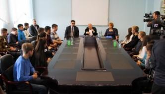 Губернатор Владимир Печеный и сенатор Анатолий Широков на встрече со студентами