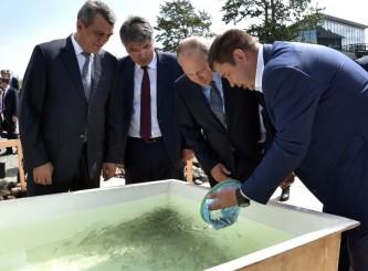 Владимир Путин выпустил в Байкал мальков омуля
